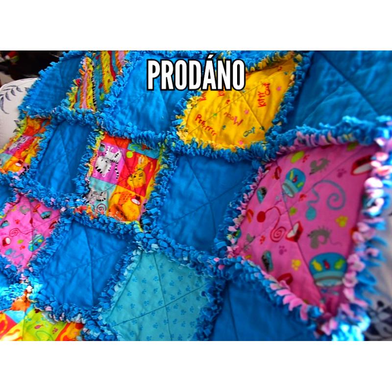 DEKY DĚTSKÁ PATCHWORK RAG DEKA-KOČIČÍ II 1800 Měkounká a teplá dětská patchworková deka šitá technikou rag. 1